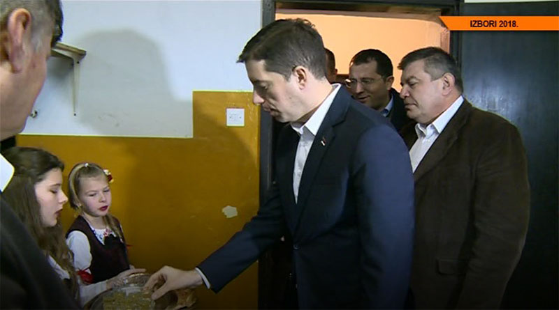 Potpredsednik SNS Marko Đurić posetio je MZ Petka