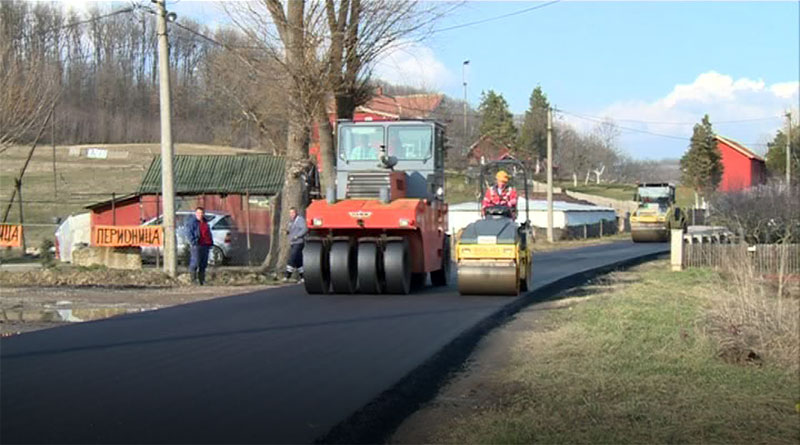 Asfaltiranje deonice puta između Lazarevca i Sopota
