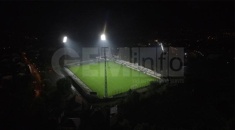 Gradski stadion u Lazarevcu noću