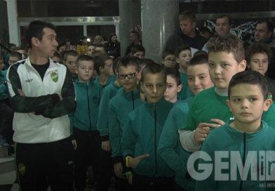 FK Kolubara podelio 135 paketića