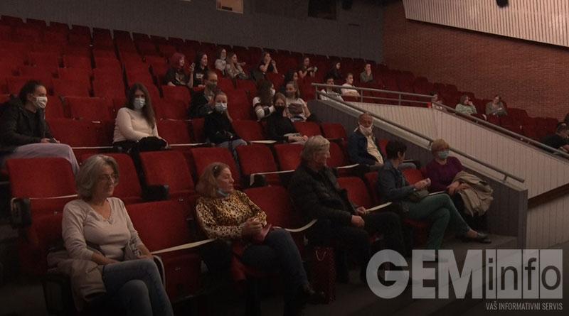 Publika na projekciji filma Umetnost sećanja