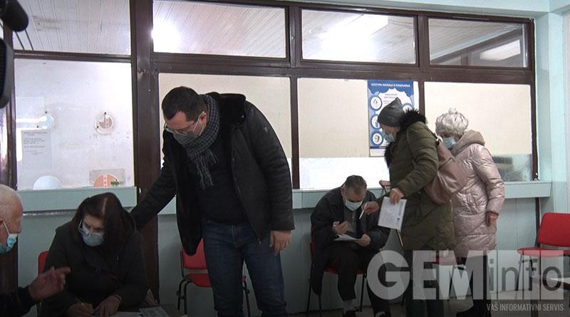 Bojan Stević u Domu zdravlja prilikom početka vakcinacije