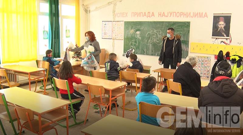 Podela paketića u Novom Medoševcu