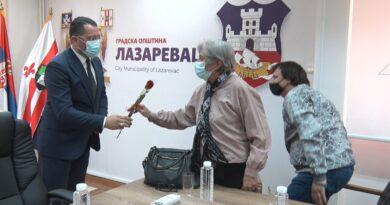 Uručeni osmomartovski pokloni majkama i suprugama poginulih ratnika opštine Lazarevac