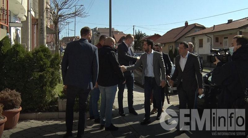 Momirović u obilasku OO SNS u Lazarevcu