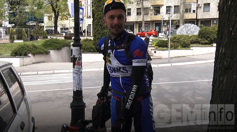 Biciklista Nikola Tomić