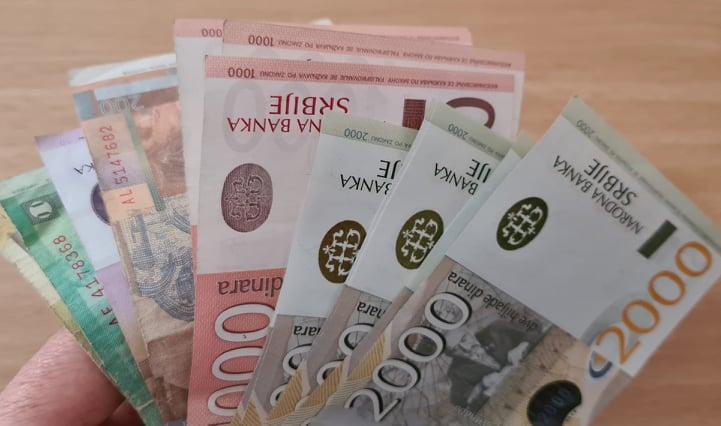 Sutra po 5.900 dinara na računima šest grupa građana