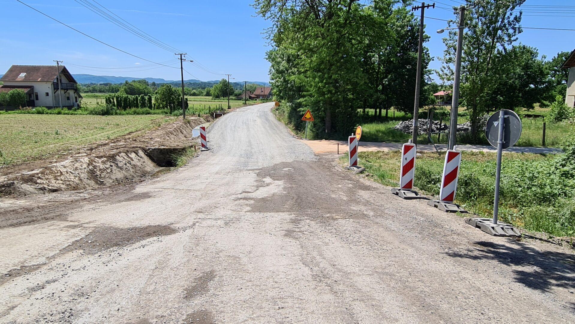 Put Dudovica - Latković pre asfaltiranja