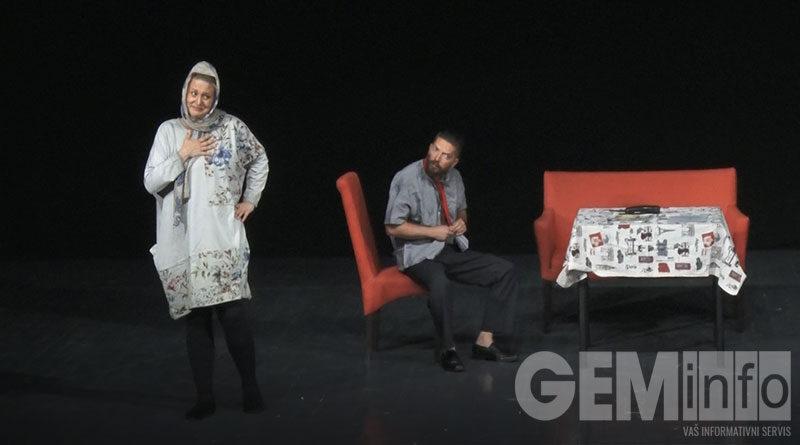 """Predstava """"Kako i zašto ubiti muža"""" pobrala simpatije lazarevačke publike"""